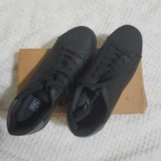 Decjuba Black sneakers