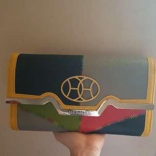 Tas dompet ada rantai panjang