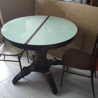 Round Dining Table with 2 chairs