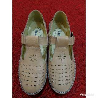 Sepatu Cewek Etnik
