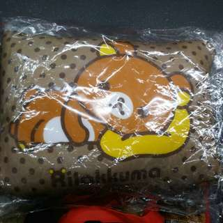 鬆弛熊 二合一 咕臣 頸枕 金色 Rilakkuma cushion+neck pillow