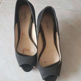 SHINE Size 35 Black Heels