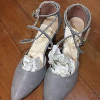灰色高根鞋