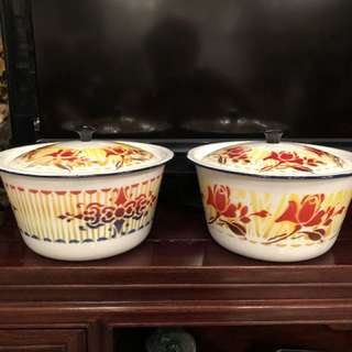Vintage floral design enamel container