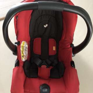 Joie Baby Car Seat / Can be clipped to Joie Stroller