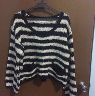 Knitted pull over (Semi cropped top)