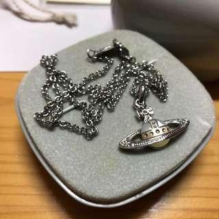 Vivienne Westwood 珍珠貝頸鏈