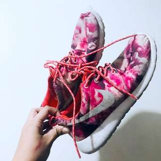 Nike Rosche Run Pink Coral Orchids design