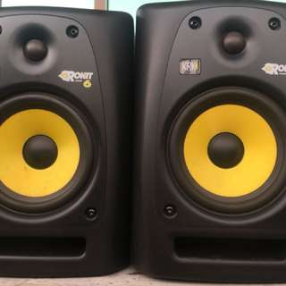 KRK Rokit 6 Pair (Powered) with monitor isolation pads