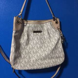 AUTHENTIC PRELOVED