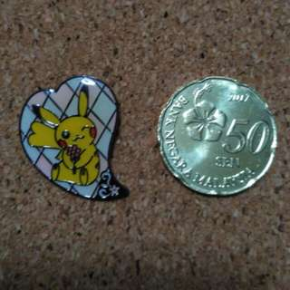 Pikachu Nintendo pin badge