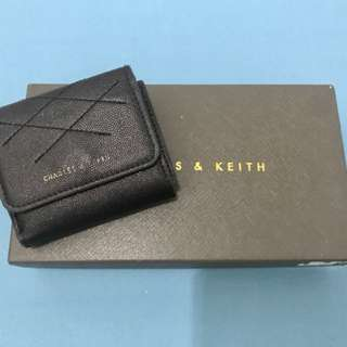 Dompet Hitam Small Charles and Keith