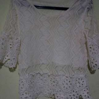 Blouse renda putih