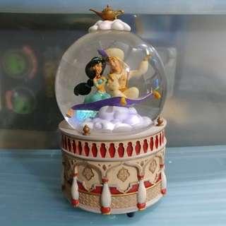 迪士尼阿拉丁茉莉水晶球 Disney Aladdin and Jasmine Musical Snow Globe