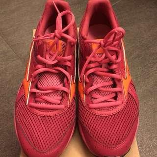 Mizuno Running Shoes - Fuschia 姚紅. Size 25 (=39)只穿過一次少於一個鐘