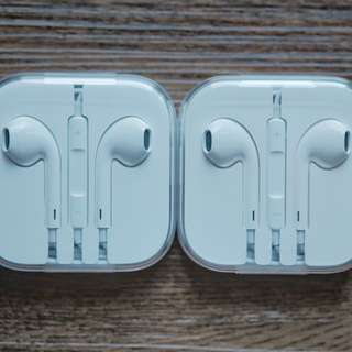 Apple EarPods with Remote and Mic Earphones with 3.5mm Plug
