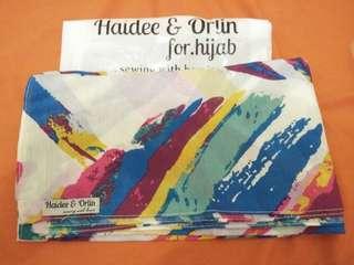 Hijab segiempat motif Abstrak
