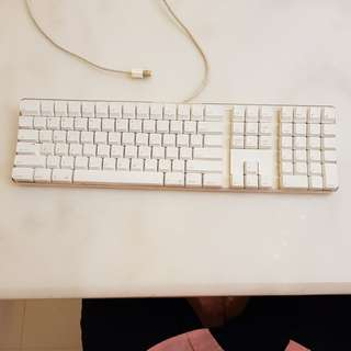 Apple keyboard good condition, not for picky people