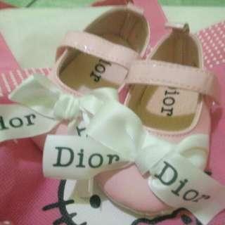 Sepatu anak Dior