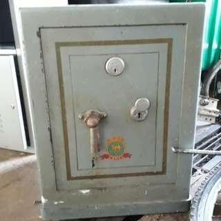antique Camel safe