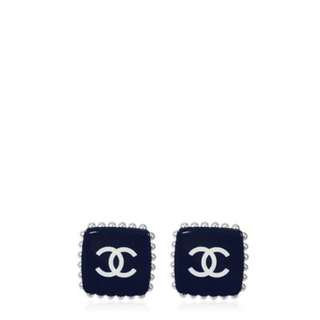 Chanel Cocomark square pearl earrings in navy blue