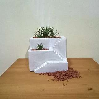 Minimalist stairs concrete planter/flower pot with air plant