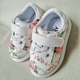 Cute Flower Design Baby Shoes
