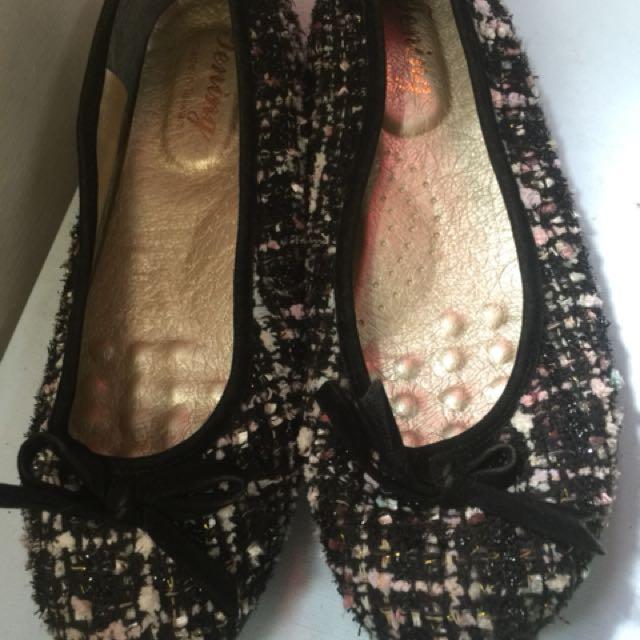 毛呢蝴蝶娃娃鞋