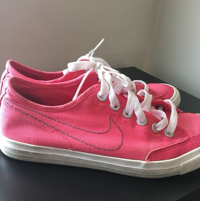 AUTHENTIC Nike pink sneakers