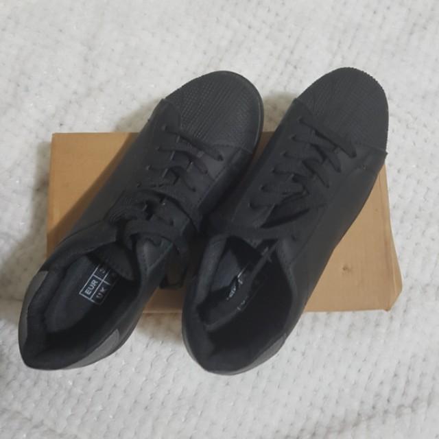 Decjuba Black sneakers