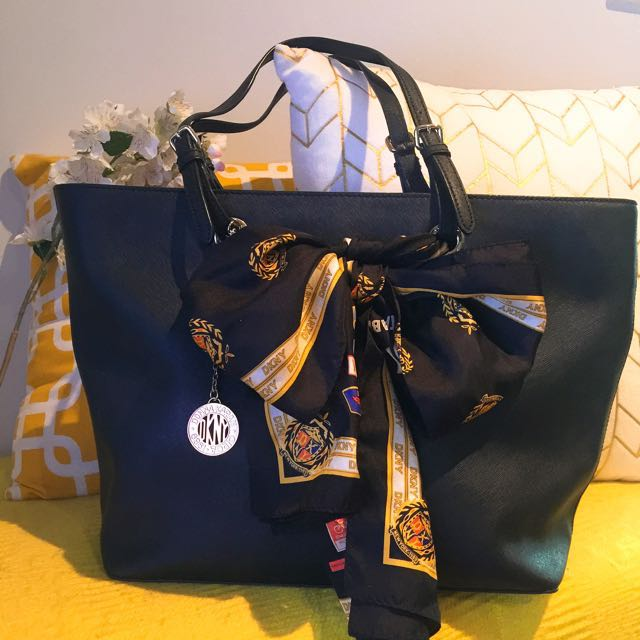 DKNY Scarf Carry all Tote Bag Black