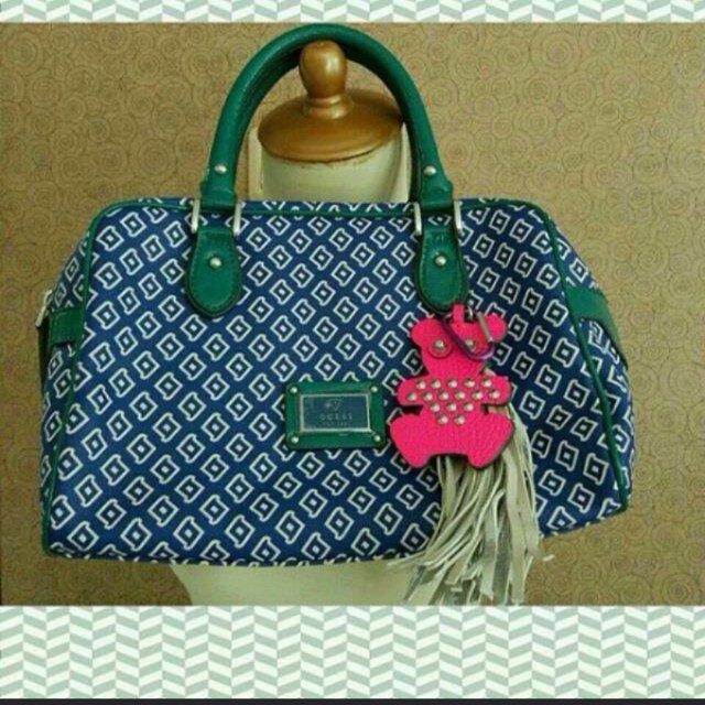 Fast sale authentic guess size M