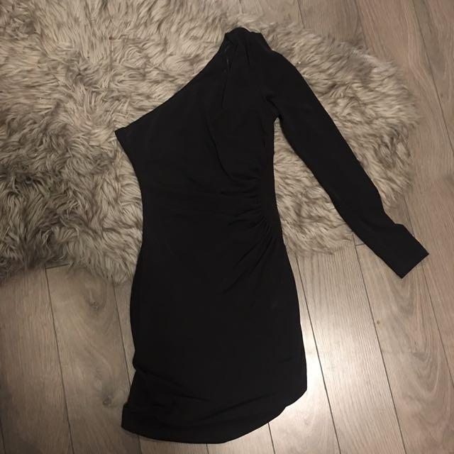 GUESS OFF THE SHOULDER BLACK DRESS