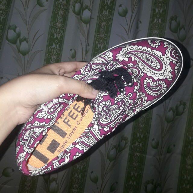 Happy Feet Sneaker