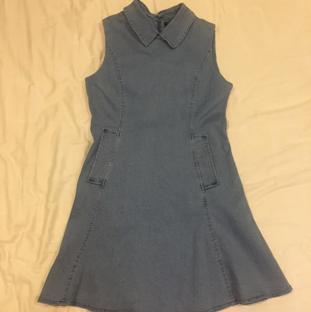 Jeans dress with pockets