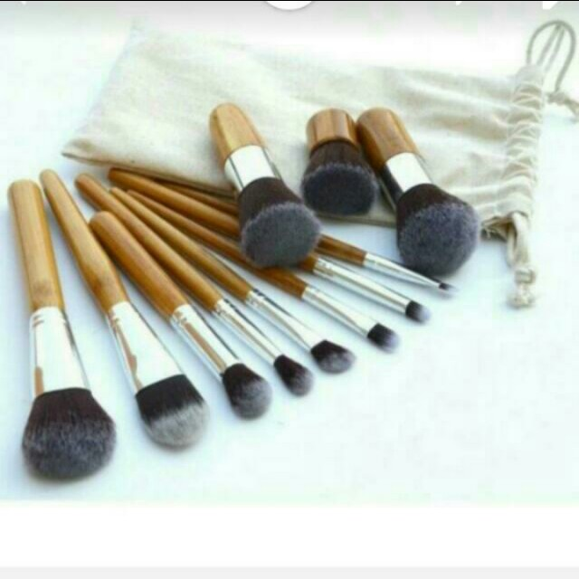 MAKE UP BRUSH SET WITH POUCH