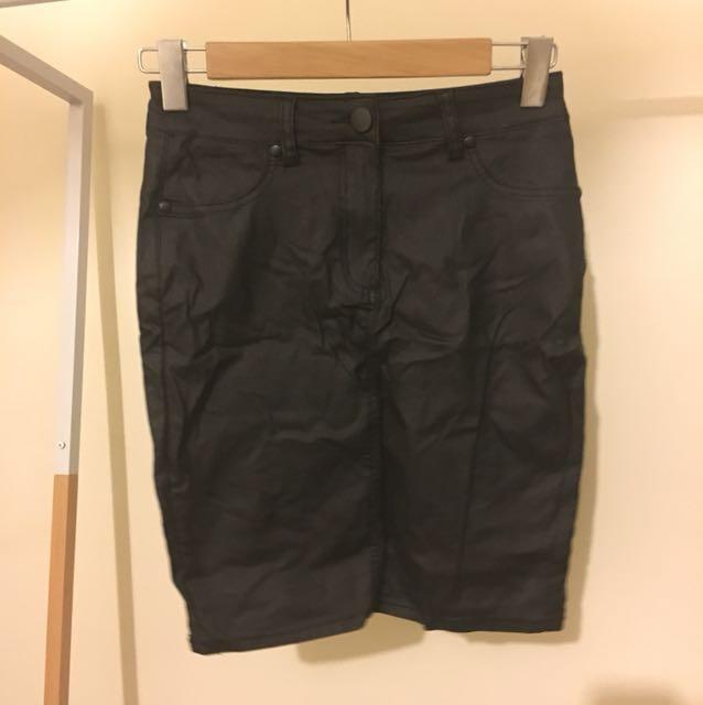 Maxim wax like black mini skirt