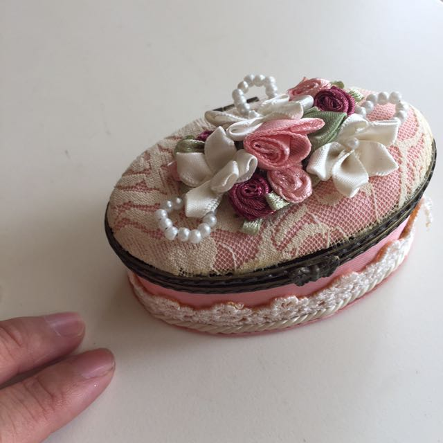 Oval pink small box