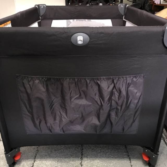 Portable cot /Babylove