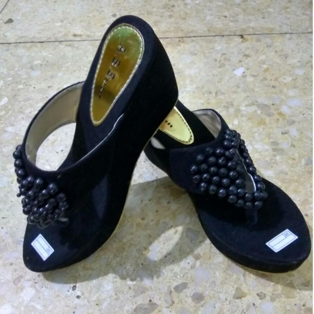 sandal heels wanita hitam
