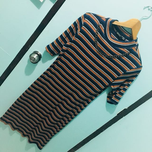 Striped semi-turtle neck dress (with chain accessory stitched)