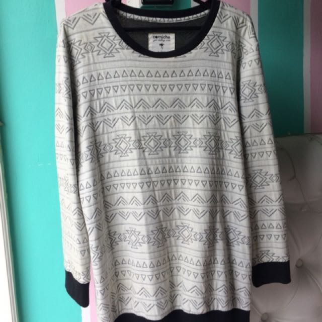 White pattern sweatshirt