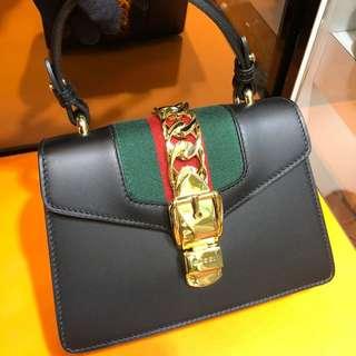 正品 全新 Gucci 黑色紅綠帶金鍊新款手挽側揹斜咩袋