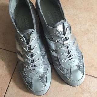 DKNY 型格銀灰高跟波鞋 80% new 舒服