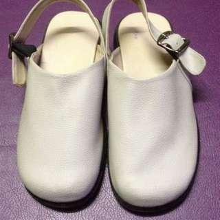 Sepatu sandal trend