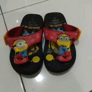 Sandal jepit minion