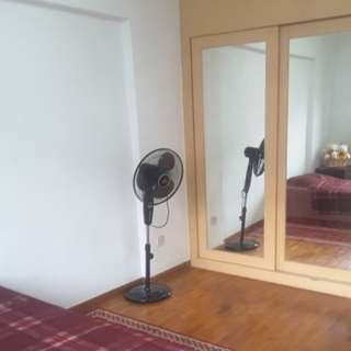 Common room for rent available now contact 94898705