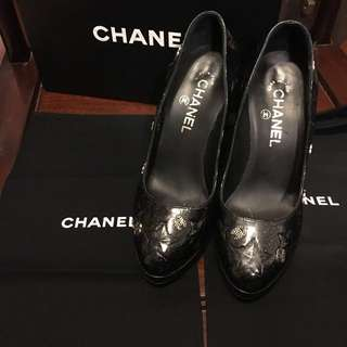 Authentic chanel heal size 7