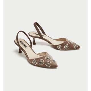 Zara 刺繡天鵝絨露跟鞋