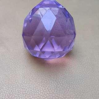 Kristal berlian ungu